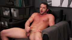 Muscled Hunk Rob Stonebridge gives his hole a finger fuck | Download from Files Monster